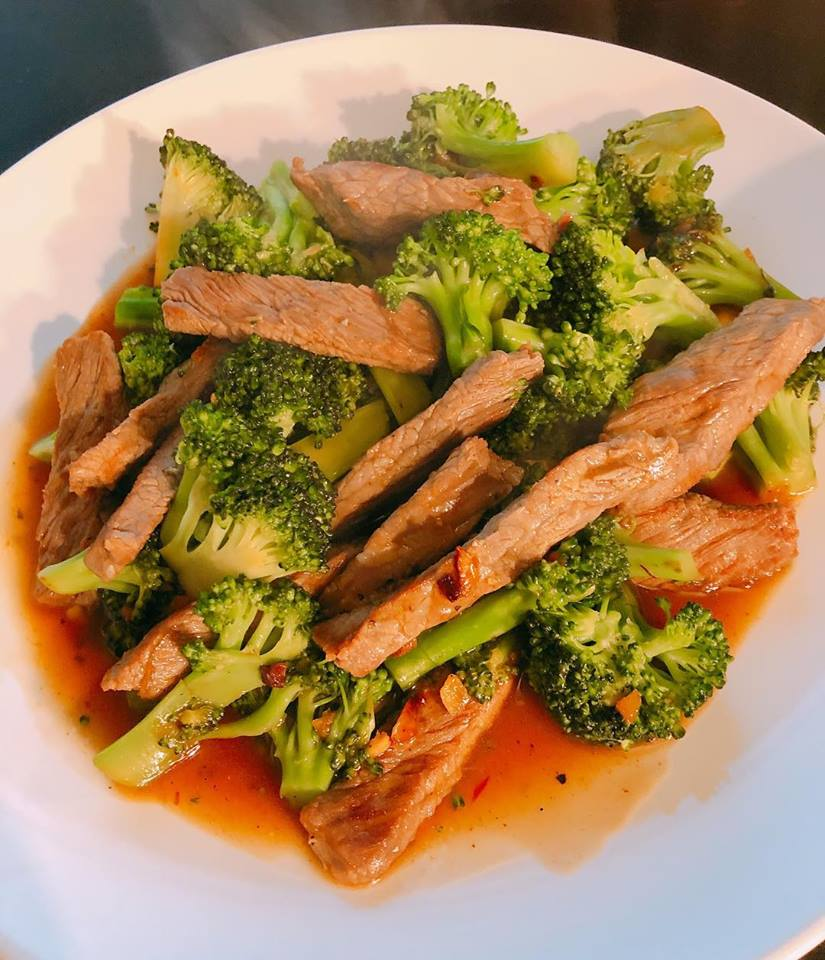 Keto Beef and Broccoli with Garlic Sauce